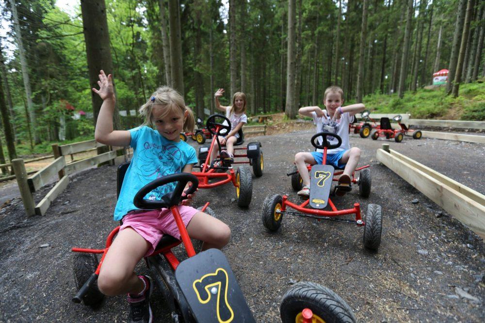 Photographie de kart à pédales réalisé par Yauque Company dans le parc de loisirs à thème Elfy park