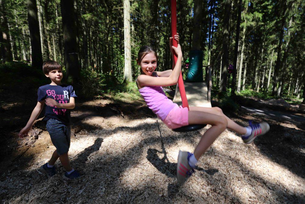 Photographie de la tyrolienne réalisée par Yauque Company dans le parc de loisirs à thème Elfy park